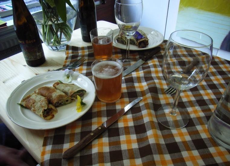 diner: oa lokaal bier met flensjes gevuld met mostersla, creme fraiche en cranberry