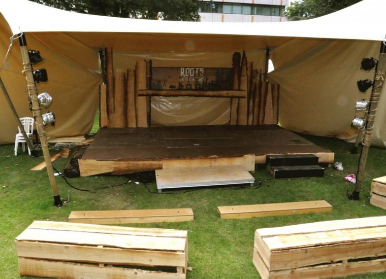houten theater in opbouw